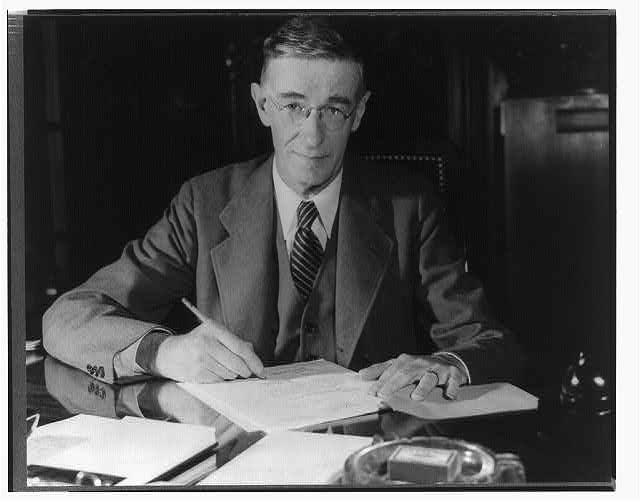 Vannevar Bush – Historia de la Informática